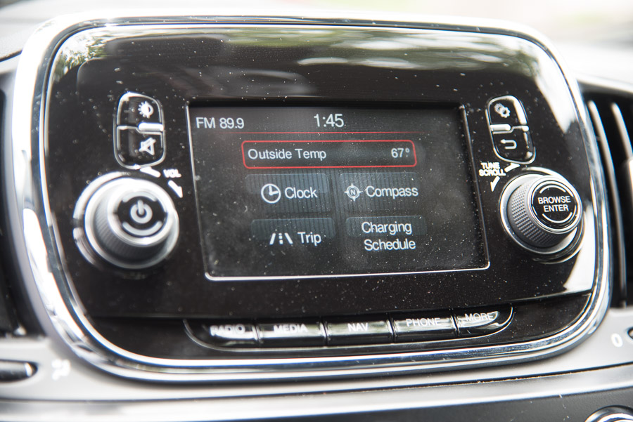 Fiat 500e radio/navigation head unit